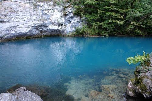 "perierga.gr - Goluboe: Η ""μπλε λίμνη"" της Ρωσίας!"