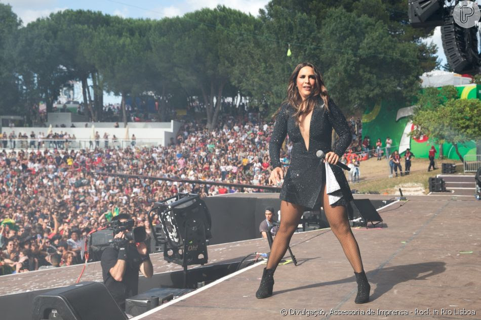 Ivete Sangalo usou um look feito pela estilista Michelle X