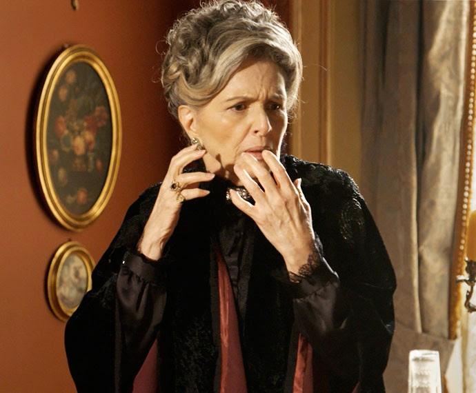 Vitória fica chocada com o que ouve de Bento (Foto: TV Globo)