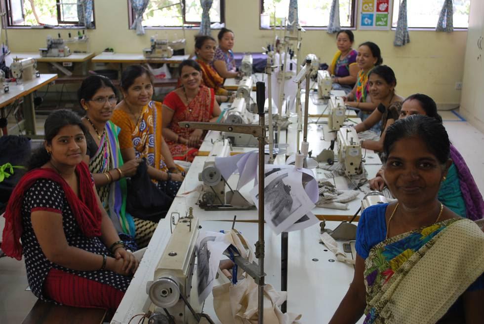 Grupo de mujeres, Creative Handicrafts.