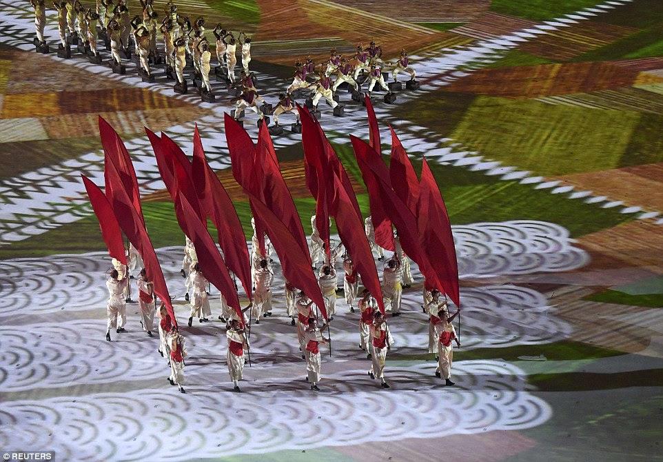 A cerimônia também celebrou o mix diversificado de culturas que compõem o Brasil de hoje - incluindo imigrantes japoneses