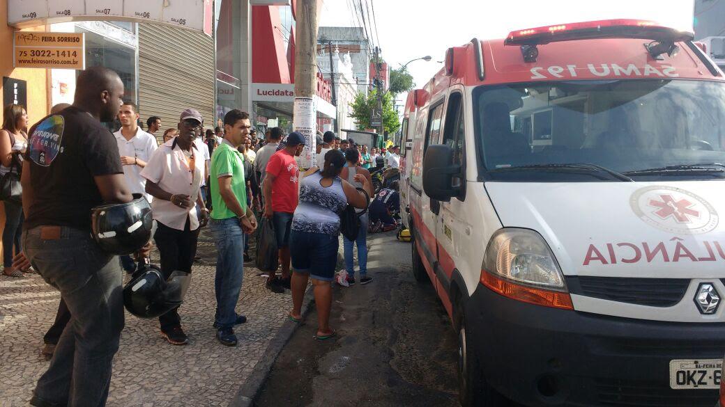 Idosa é atropelada por ônibus no centro de Feira de Santana