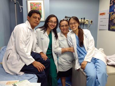 李欣庭(右一)遠赴尼加拉瓜協助兒童燒燙救護協會,以專業、熱情牽起了 台、尼兩國情誼。(李欣庭提供)
