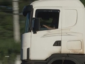 Motoristas reclamam das estradas e da saudade de casa (Foto: Reprodução / TV TEM)