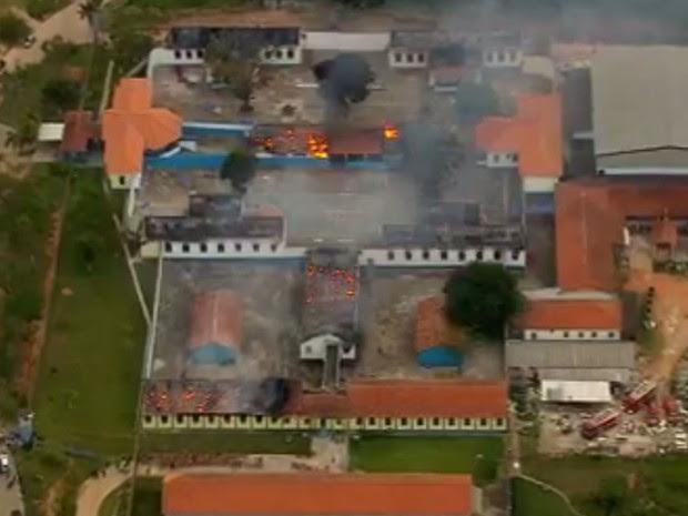 Várias alas do presídio foram incendiadas (Foto: TV Globo/Reprodução)