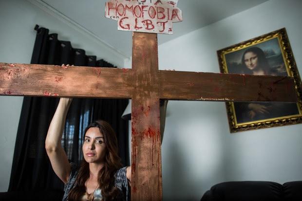 Retrato de Viviany Beleboni, que desfilou crucificada na Parada Gay no último domingo (7) em São Paulo (Foto: Victor Moriyama/G1)