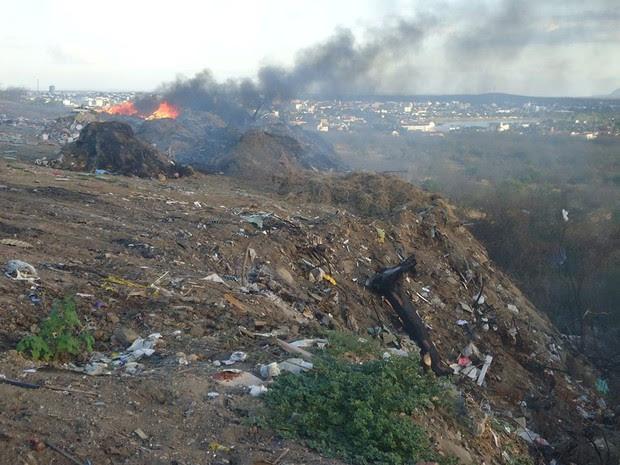 Fumaça do lixão prejudica população de São Rafael (Foto: Marcílio de Araújo/G1)