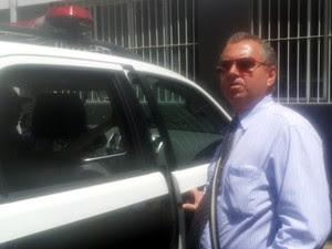 O delegado Devanir Dutra, da Homicídios, deixa a delegacia em Campinas (Foto: Marcello Carvalho/G1)