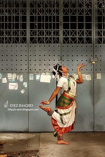 Dancing in urbanity