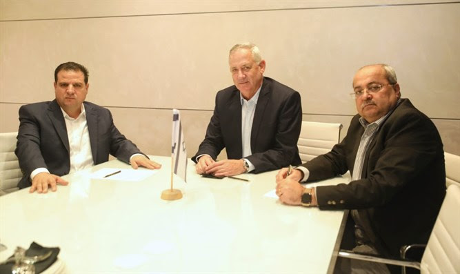 Gantz (c) with Ahmed Tibi (r) and Ayman Odeh (l)