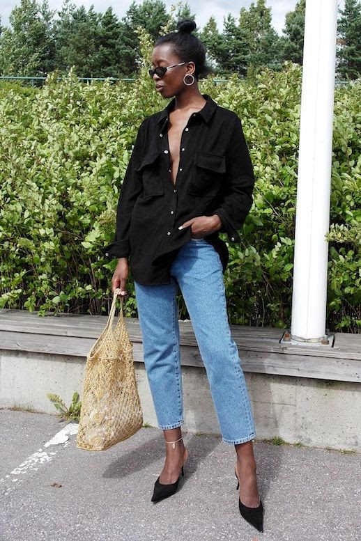 How To Suede Shirt Blogger Style Sylvie Must Outfit Idea Skinny Cropped Jeans Black Mule Heels Crochet Mesh Net Summer Bag Le Fashion Blog