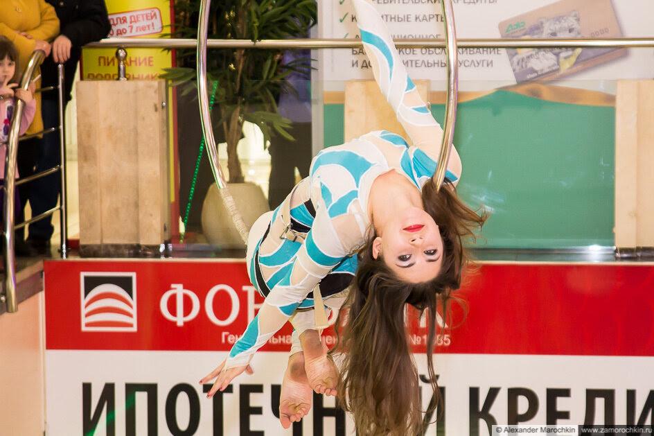 Воздушная гимнастка в ТРЦ РИО. День рождения РИО
