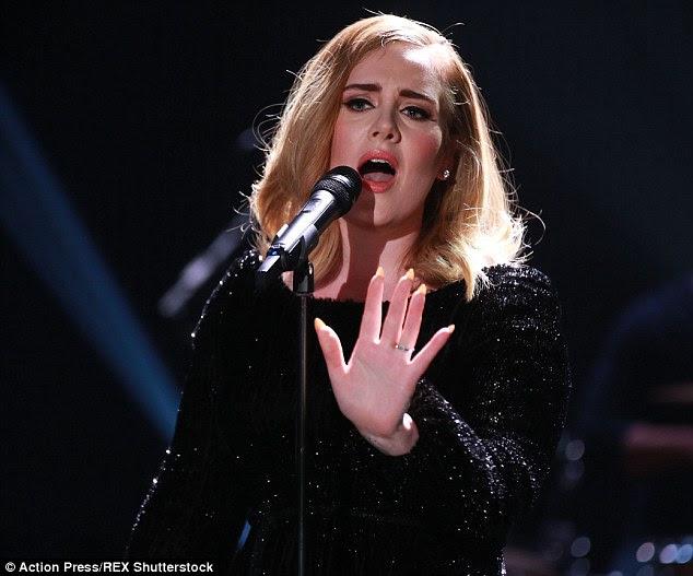 Fazendo história: Adele 25 rapidamente se tornou o álbum mais vendido de todos os tempos