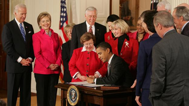 Barack Obama signs Lilly Ledbetter Fair Pay Act of 2009 1-29-09