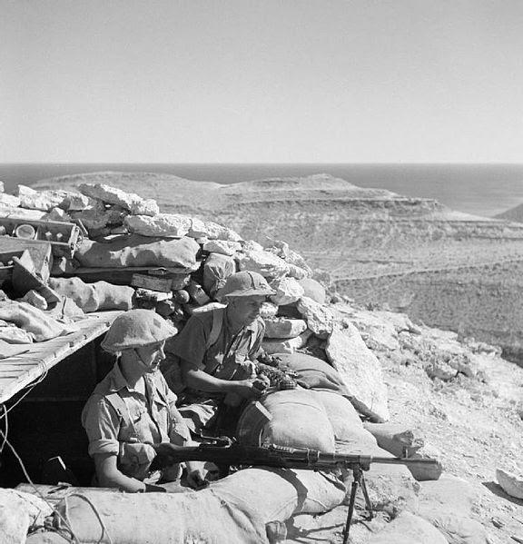 File:Men of the Leicestershire Rgt. man a Bren gun near Tobruk.jpg