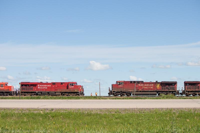 CP 9616 and CP 8879 meet near Belle Plaine
