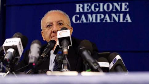 """La minaccia di De Luca: """"O i rom si integrano o saranno espulsi"""""""