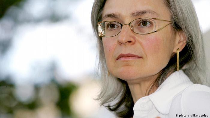 Porträt Anna Politkowskaja 2005 (picture-alliance/dpa)