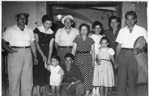 Foto familiar: d'esquerra a dreta, en Joan, en Rafel i en Miquel Cros Arboix (agost de 1954).