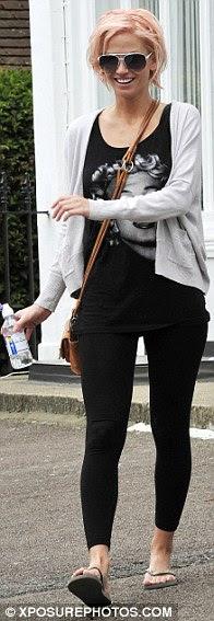 Elbise takiben: Katy Perry, Sarah Harding ve Fearne Pamuk tıpkı daha önceki pembe saç boyası bir cesur biraz tercih etmiş yıldızlı bazıları