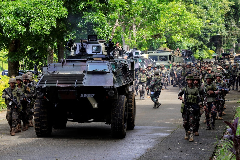 MARAWI SEIGE: 8 terrorists surrender, give valuable info