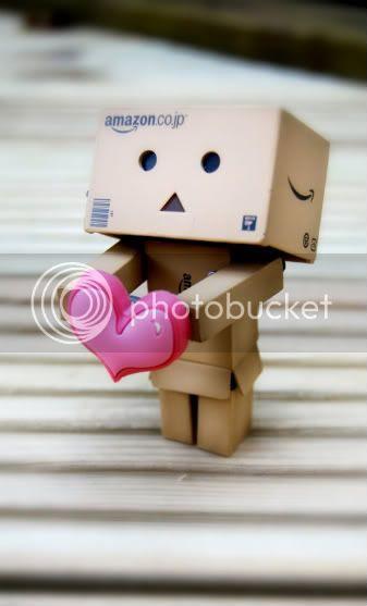http://img.photobucket.com/albums/v731/joanne81/Danbo_loves_you__by_BeciAnn-1.jpg