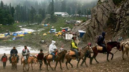 Over 300 pilgrims leave Jammu for Amarnathamid tight security