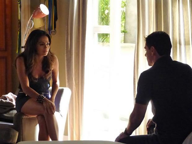 Morena conversa com Théo sobre a volta para Turquia  (Foto: Salve Jorge/ TV Globo)