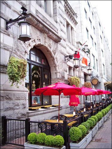 Irish Times pub, downtown Victoria