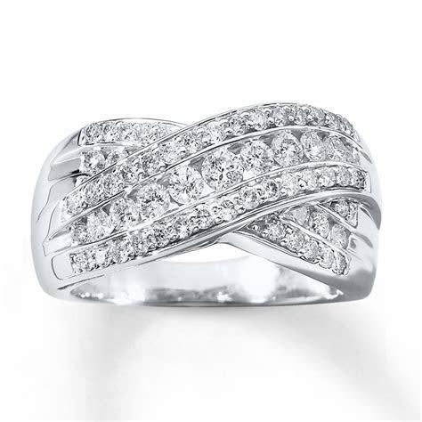 Wedding Favors: Best Diamond Anniversary Ring Settings