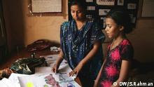 One child contributor of the brothel magazine Jugnu is showing her drawing to her editor NikhatMothers of both are prostitutes. (Photo: Aziz Rahman / DW)