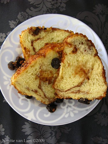 Cinnamon-walnut Sweet Bread -slices