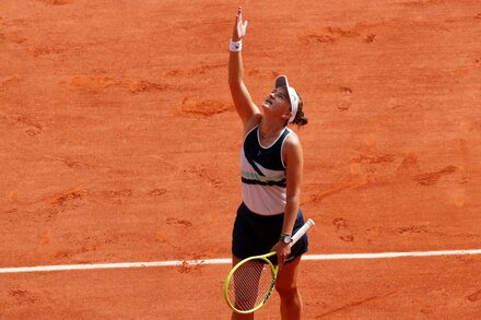 An Unlikely Champion Wins the French Open, and Thanks a Mentor