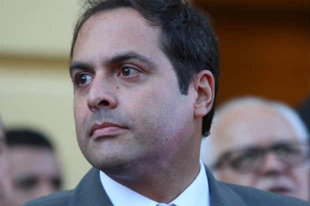 Governador Paulo Câmara recebe aliados e adversários para discutir temas, segundo ele, administrativos. Foto: Paulo Paiva/DP/D.A Press