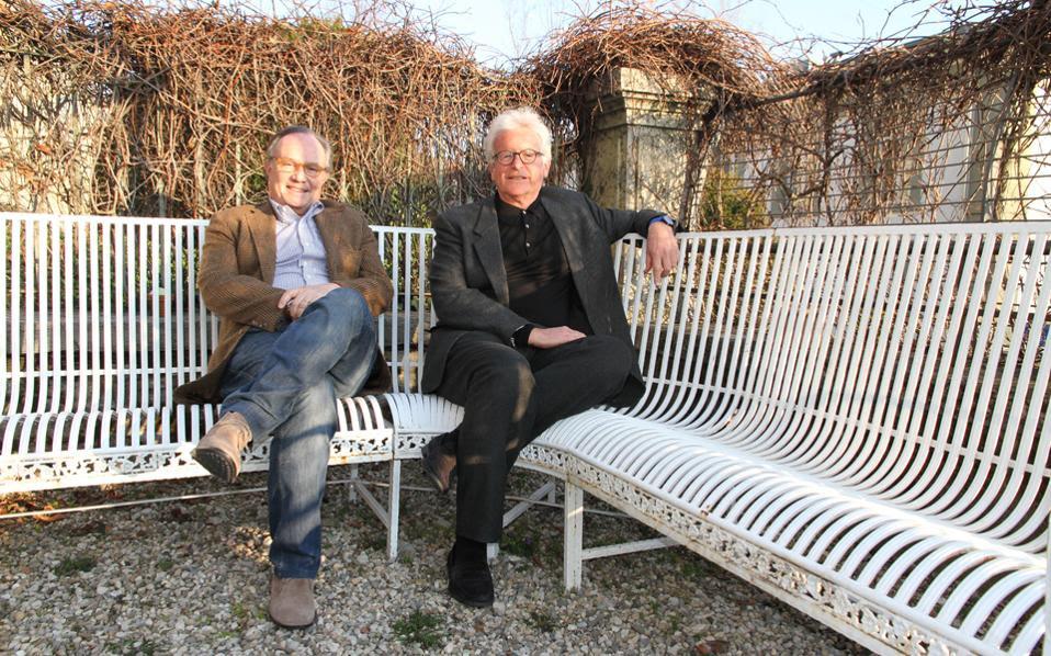 Ο ψυχαναλυτής Φρανσουά Ανσερμέ (δεξιά) και ο νευροεπιστήμονας Πιερ Ματζιστρέτι (αριστερά) στο σπίτι του πρώτου στη Λωζάννη της Ελβετίας.