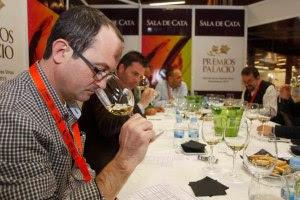 Jurado en las catas a ciega de los 'Premios Palacio'