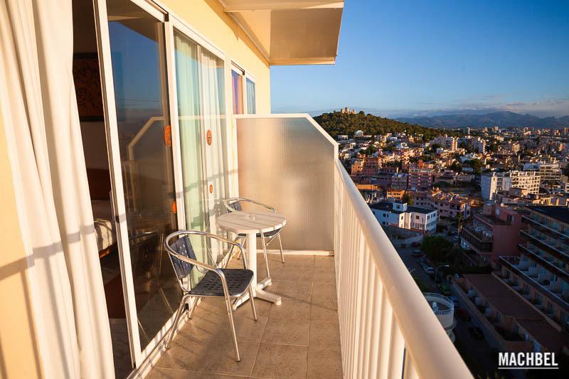 Terraza de la habitación del Hotel Amic Horizonte Hotel Amic Horizonte en Palma de Mallorca Islas Baleares España La blogroom del Hotel Amic Horizonte en Palma de Mallorca