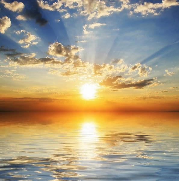 Bulutlar Arasında Batan Güneş Ve Yansıması Noa Gergi Tavan Izmir