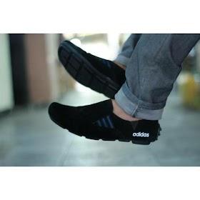 Sepatu Jalan Pria Adidas