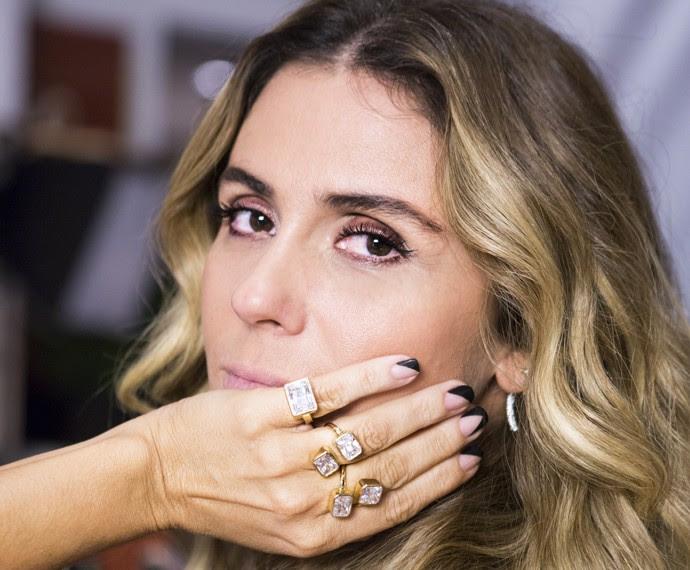 Na pele de Atena, Giovanna Antonelli exibe suas unhas com estilo assimétrico (Foto: Ellen Soares/ Gshow)