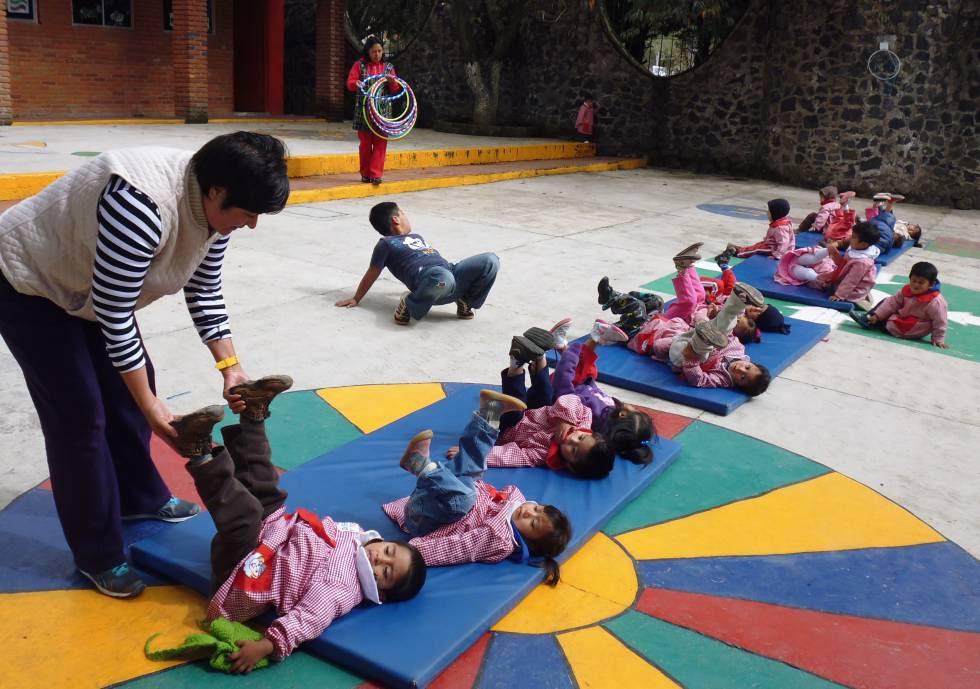 Niños en clase de estimulación en el Centro Comunitario de Desarrollo Infantil San José.