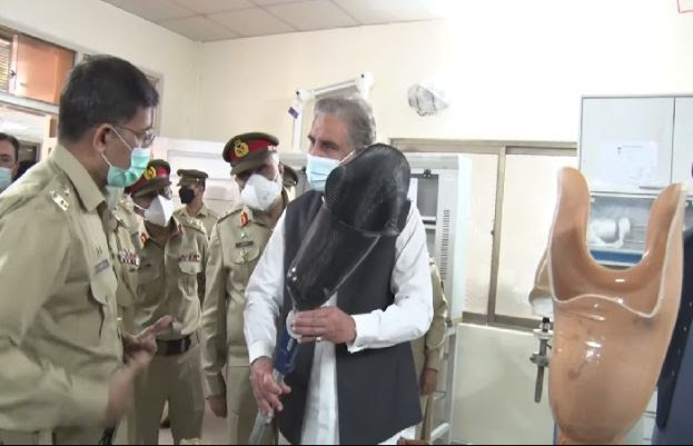 FM Qureshi meets war-wounded soldiers at AFIRM Rawalpindi | Latest News Pakistan | Daily Pakistan