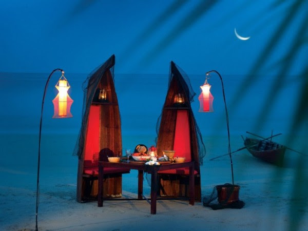 romantic fishmonger themed beach dinner