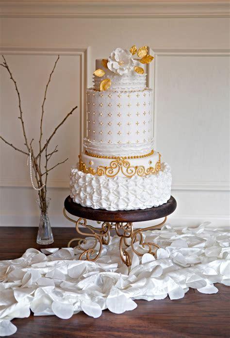 Shannon Bond's Embossed Wedding Cake Tutorial