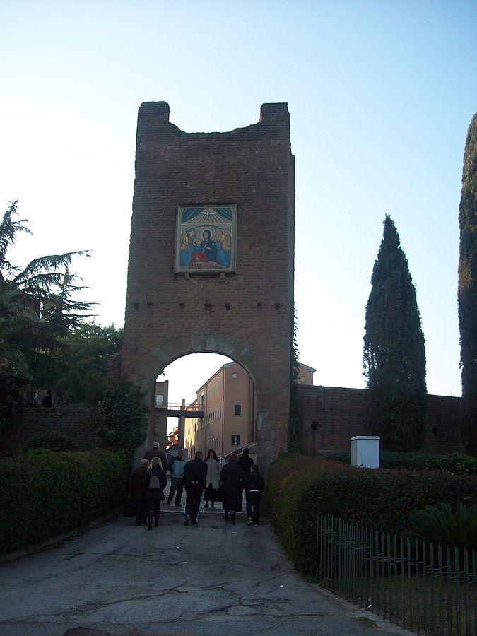 File:Roma, Santuario del Divino Amore - La torre.jpg