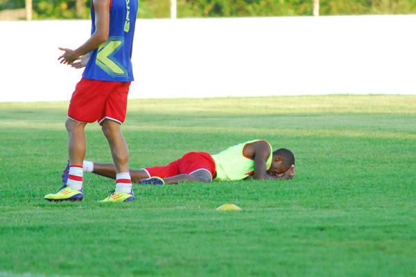 Fabinho se lesionou na última quarta-feira, depois de se chocar com o lateral Bruno, e vem tentando se recuperar para jogar a final