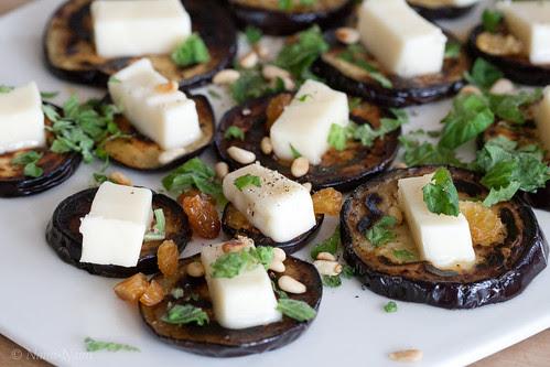 Grilled aubergine with white cheese, raisins and mint / Grillitud pommu ferta-juustu, rosinate ja mündiga