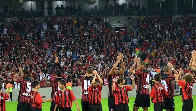Time do Atlético-PR na Arena da Baixada (Foto: Site oficial do Atlético-PR/Divulgação)