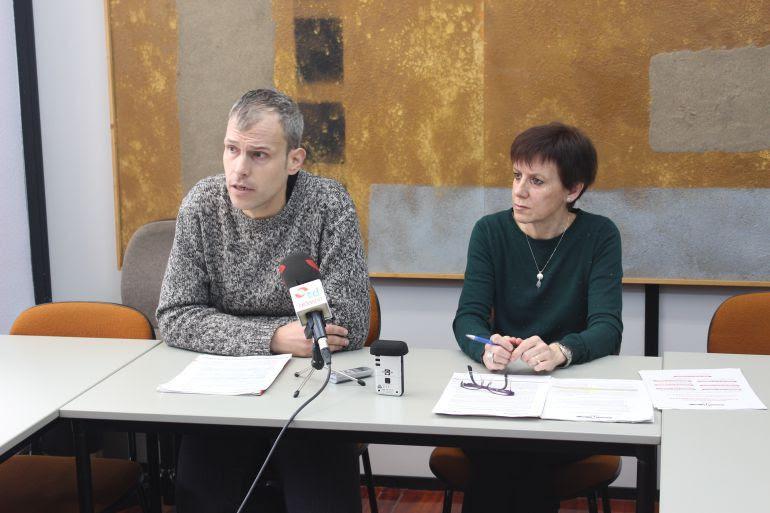 El delegado de Bienestar Social, Sergio Corchón, y María Eugenia Muñoz, trabajadora social encargada de la coordinación del SAD.