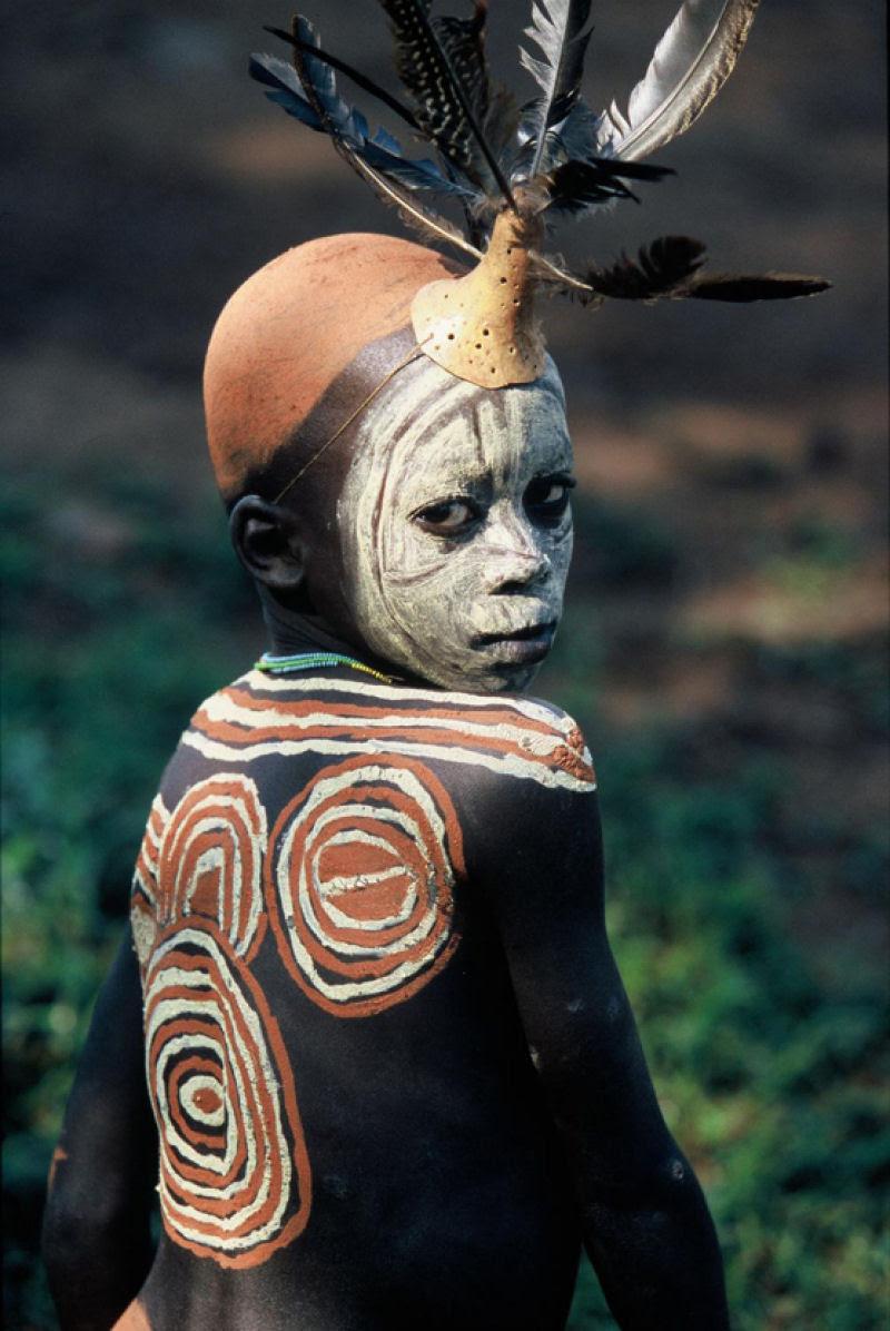 A beleza das Tribos Surma e Mursi, uma cultura em perigo, no sul de Etiópia 38